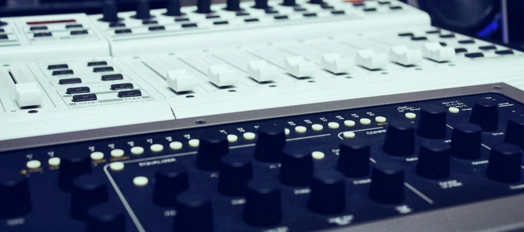 Console 1 - Behringer BCF2000 white